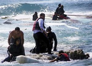 img374-100_homeeviden_Migranti--salvati-da-membri-della-guardia-costiera-greca-a-Rodi-Reuters