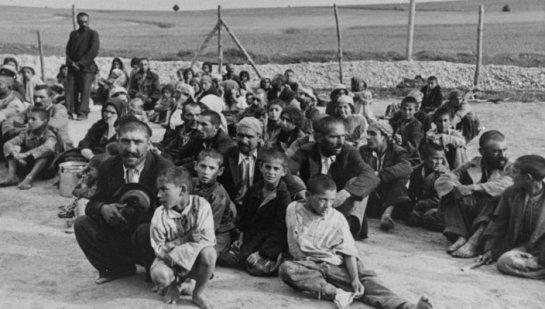 auschwitz-gypsy-prisoners-704x400