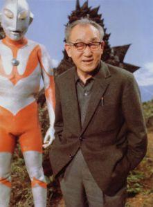 Tsuburaya con il suo Ultraman.