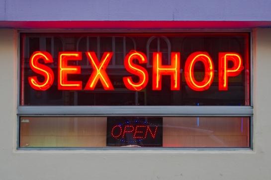 Façade de sex-shop rue de la République à Rouen