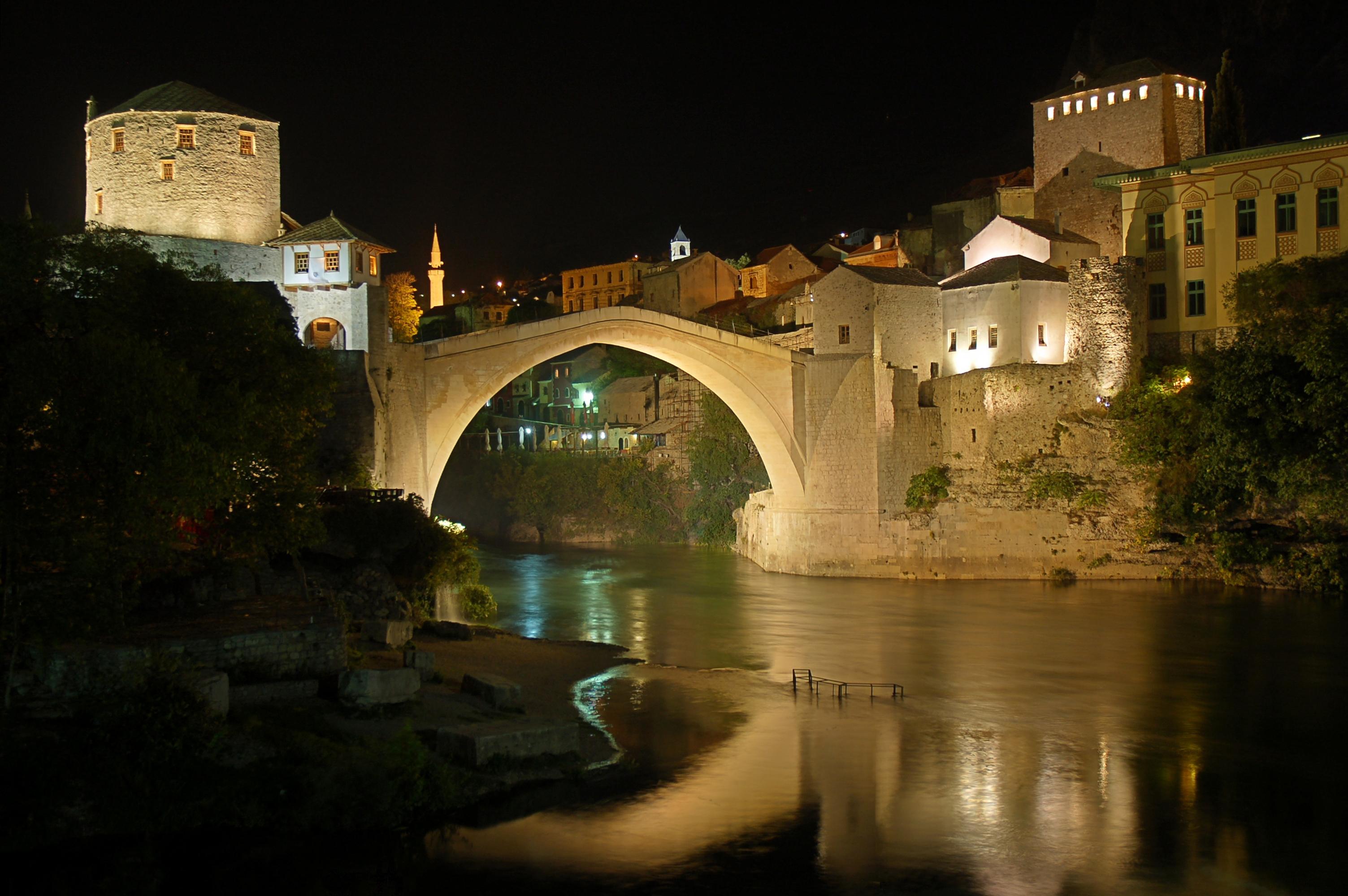 Mostar,_Stari_Most_at_night.jpg