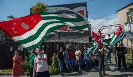 Abcasi festeggiano l'indipendenza (Sputniknews)