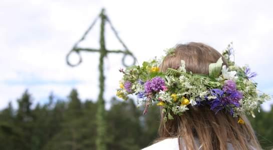 Tipica corona di fiori usata dalle donne svedesi durante le celebrazioni di Midsommar
